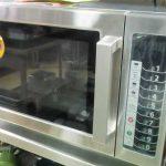 ¿Cuánto es el consumo eléctrico en amperios o watts de un horno microondas eléctrico de casa o industrial a 110 voltios de energía?