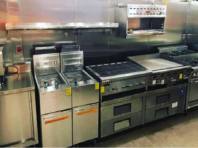 Venta de equipos para restaurantes y cocinas industriales con MAQUINARIA USADA o de segunda mano en Bogotá Colombia utensilios implementos menaje